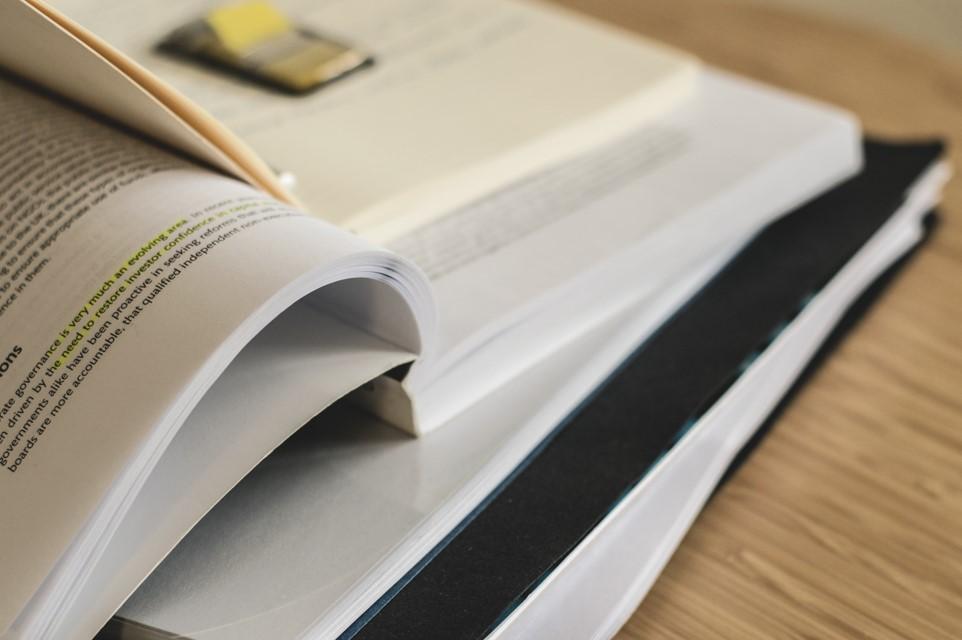 """""""La grammatura della carta: libri stampati su carta uso mano."""""""