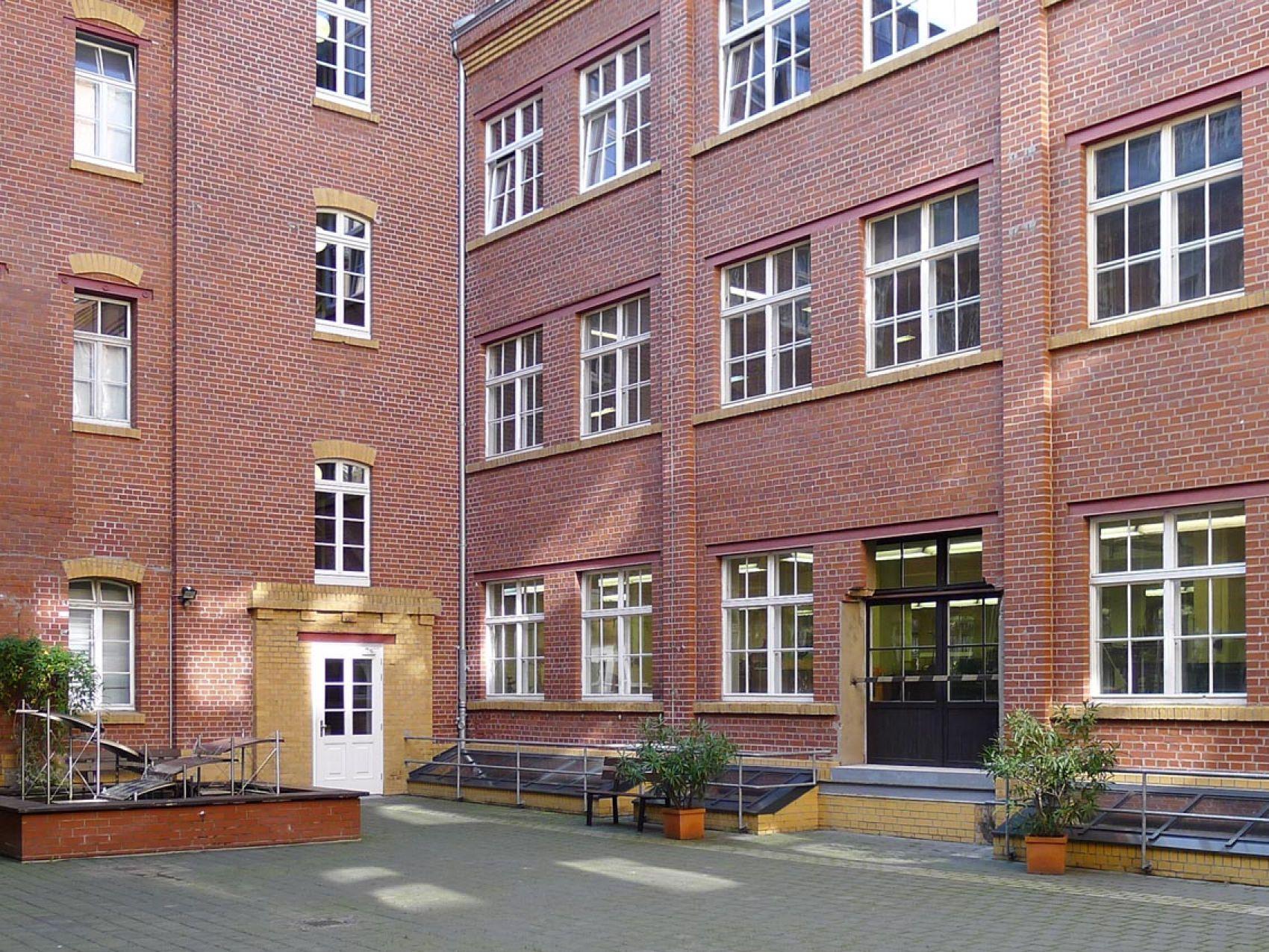 Il cortile interno del museo: i mattoni rossi sono tipici degli edifici industriali. Foto: Museo dell'arte tipografica di Lipsia