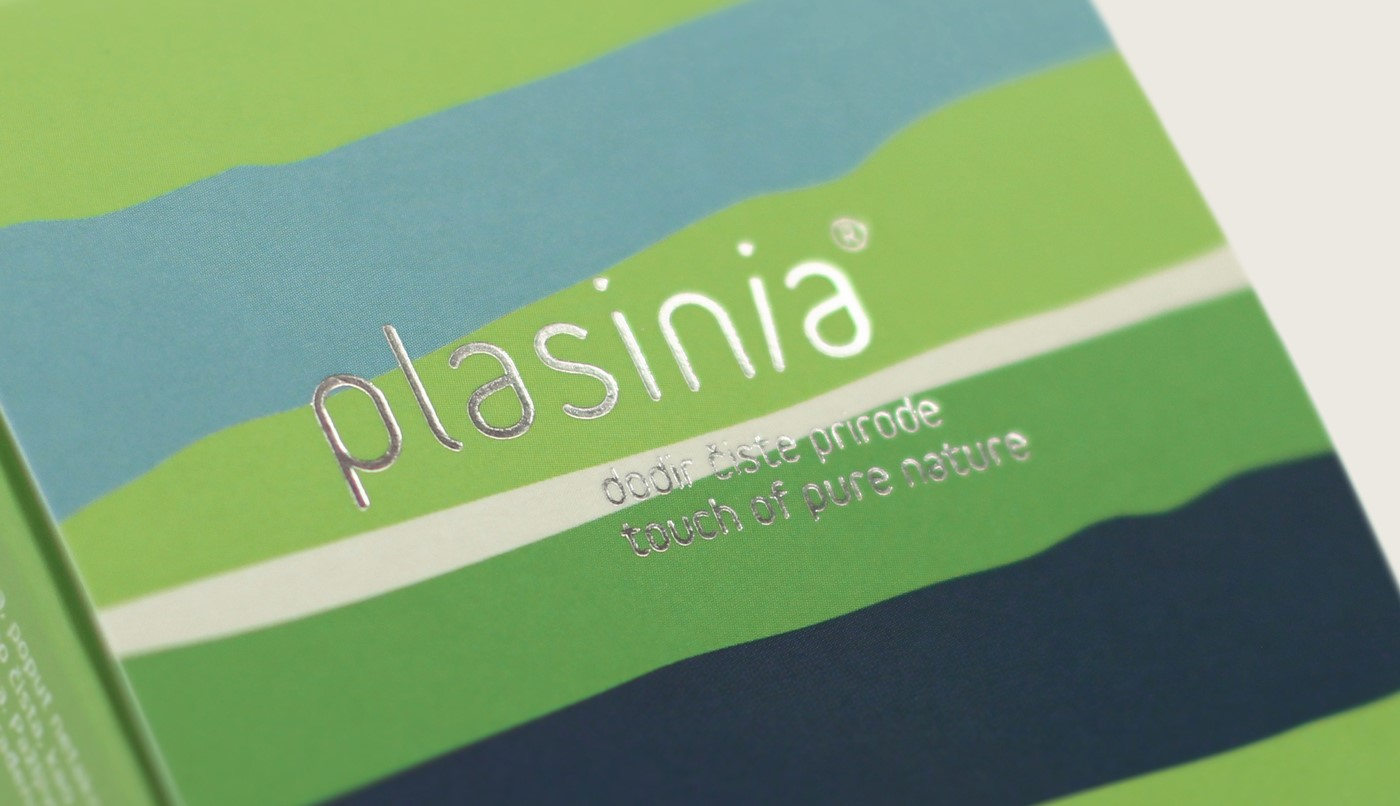 Close up sulle tecniche di finitura del packaging di Plasinia, brand di cosmetici naturali curato da Design Bureau Izvorka Juric