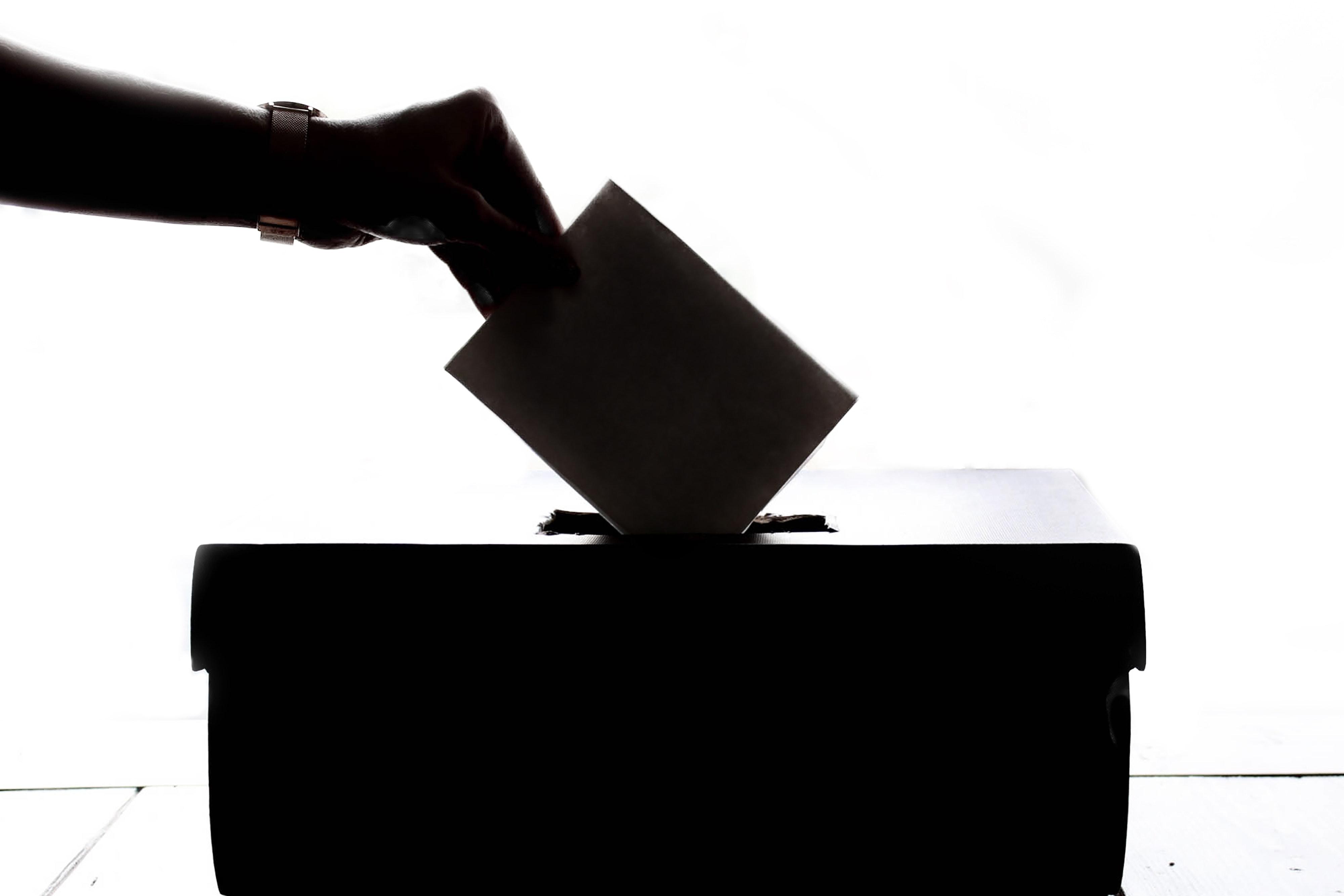 La nostra guida: come fare un santino elettorale